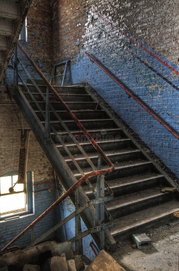 Stairway azul abandonado imagem de stock royalty free