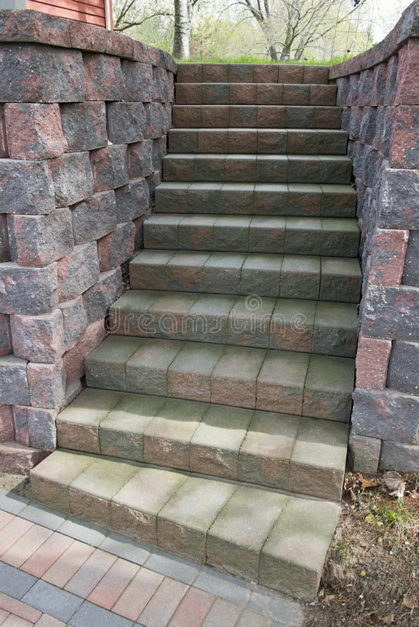 Stairway de pedra do pátio do tijolo ou paisagem da escadaria fotos de stock