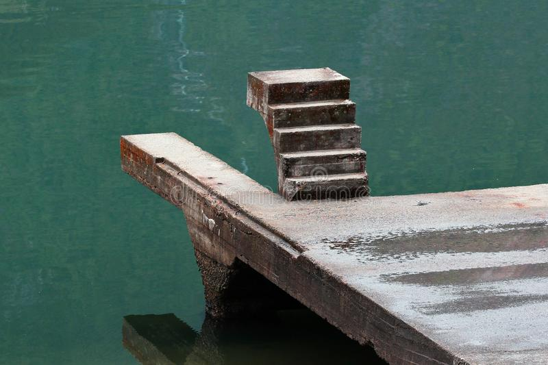 Stairway a em nenhuma parte foto de stock