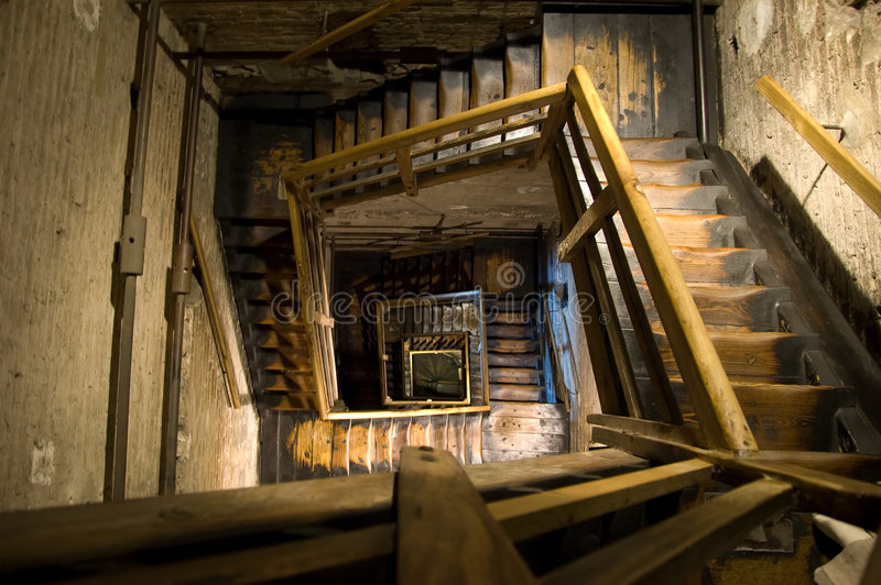 Stairways espirais retangulares velhos fotos de stock