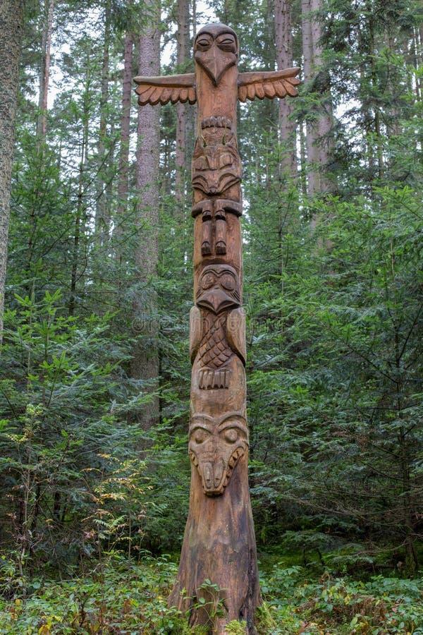 Stak del totem nel legno fotografie stock libere da diritti
