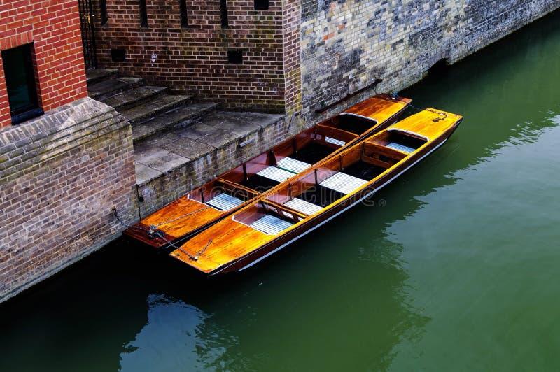 Stakbåtar på floden royaltyfria bilder