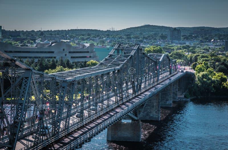 STAL most PRZEZ OTTAWA rzekę zdjęcia stock