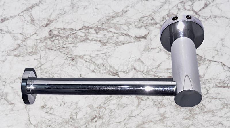 Stal nierdzewna papieru toaletowego właściciel z matrycującym narzutem fotografia stock