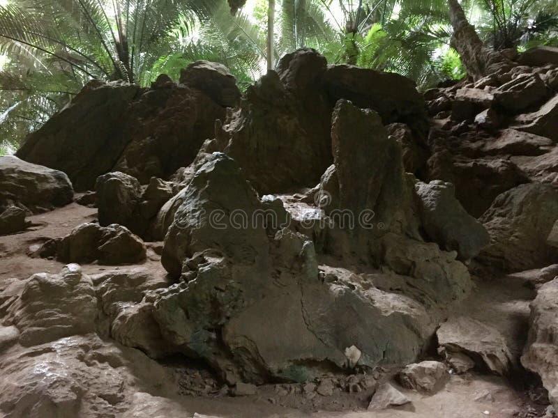Stalagmite Stalactite em Hup Pa Tat na Tailândia foto de stock royalty free