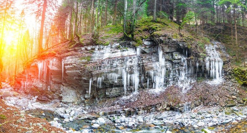 Stalaktit av is fotografering för bildbyråer