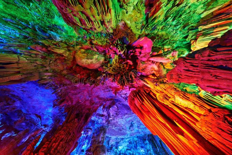 Stalattiti di Reed Flute Caves a Guilin, Cina fotografie stock libere da diritti