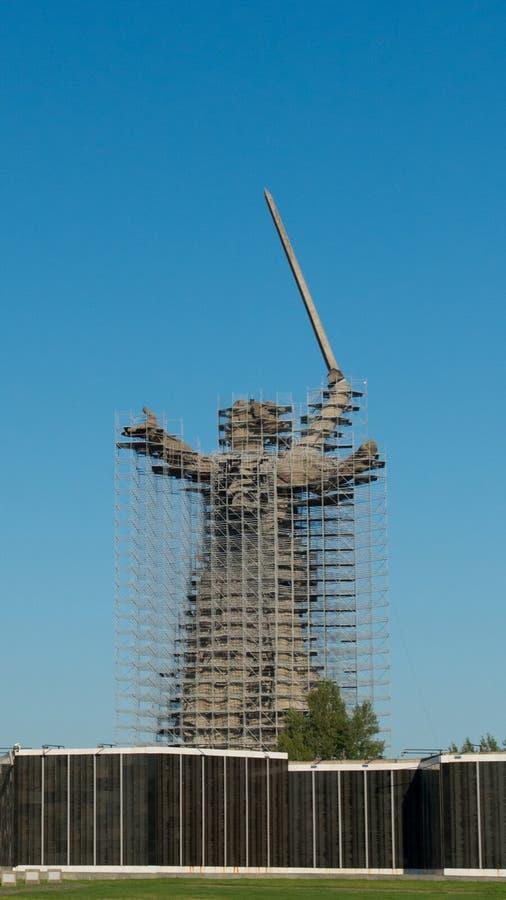 STALINGRAD, RUSIA - 20 DE JULIO DE 2019 Monumento-conjunto de la reconstrucción a los héroes de Stalingrad las llamadas de la pat foto de archivo