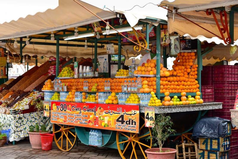 Stall Marrakesh för orange fruktsaft arkivbild