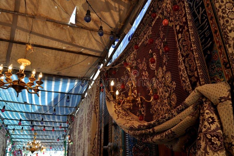 Stalla del tappeto nell'Iran assestamento fotografia stock libera da diritti