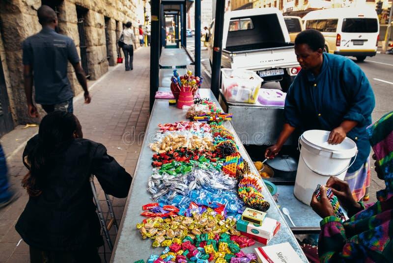 Stalla di via nella città del cbd di Johannesburg fotografia stock libera da diritti