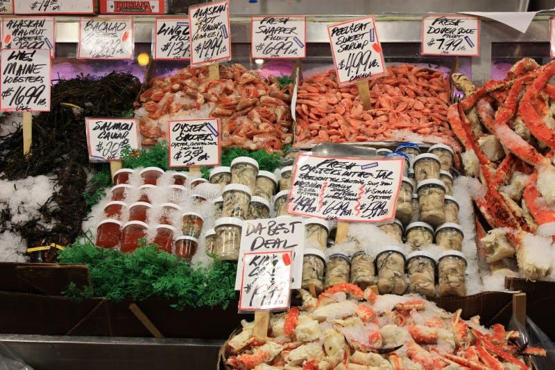 Stalle de poissons et de fruits de mer photographie stock libre de droits