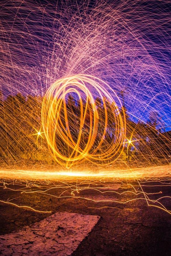 Stalowej wełny fotografia przy nocą, długi ujawnienie fotografii worksh obrazy royalty free