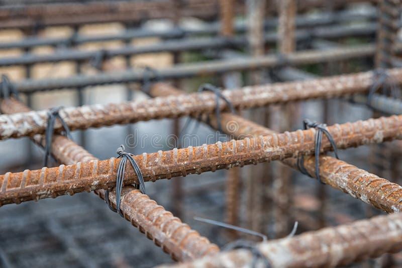 Stalowi bary z drucianym prąciem dla wzmacnienia beton lub cement zdjęcia royalty free
