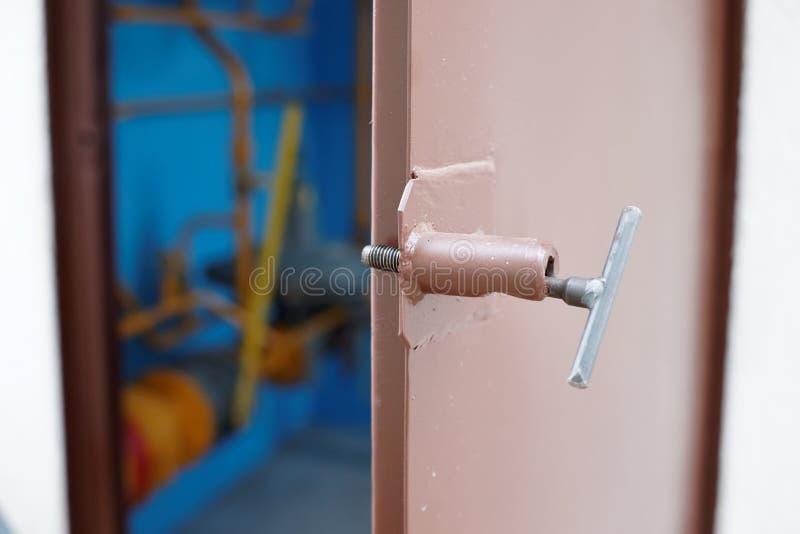 Stalowy drzwiowy odchylony technologia pokój zdjęcia stock