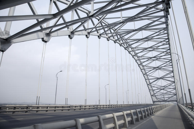 Stalowy kratownicowy łuku most obraz stock