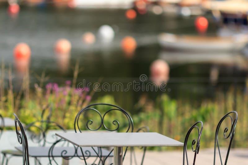 Stalowy krzesła i stołu czerep obraz stock