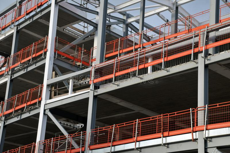 Stalowy ramowy budynek na nowożytnej budowie obraz stock