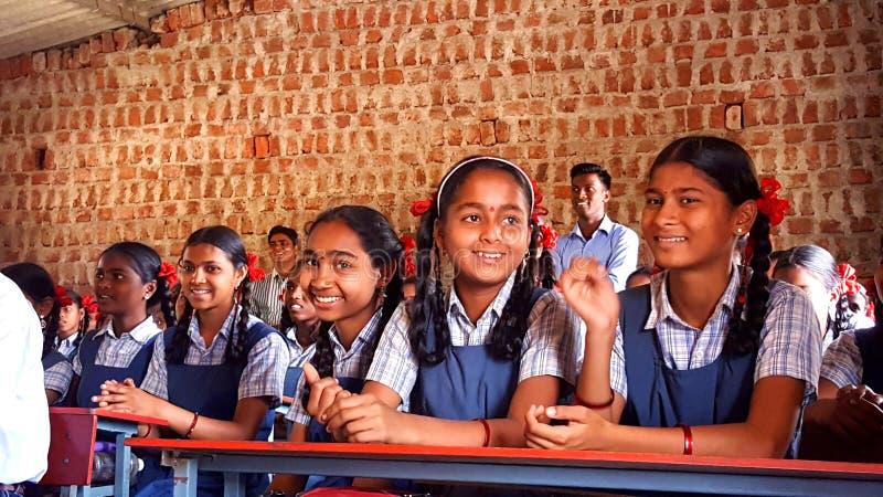 Stam- flickastudenter i en skola i Indien arkivbild