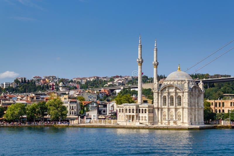 Stambuł Populer Tryristic Destination Ortakoy Meczet z morza w bosfonie zdjęcia stock