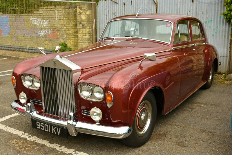 Stamford, Royaume-Uni 31 mai 2019 - voiture rouge de Rolls Royce de cru de luxe, ext?rieure image libre de droits