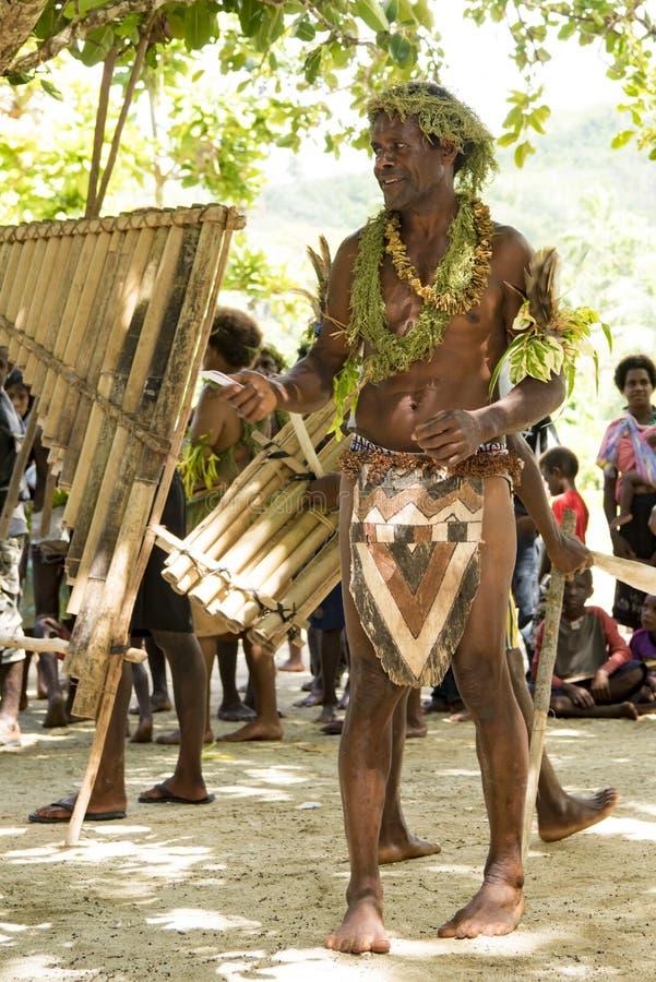 Stammedlem under ceremoni som stämplar rytmerna arkivfoton
