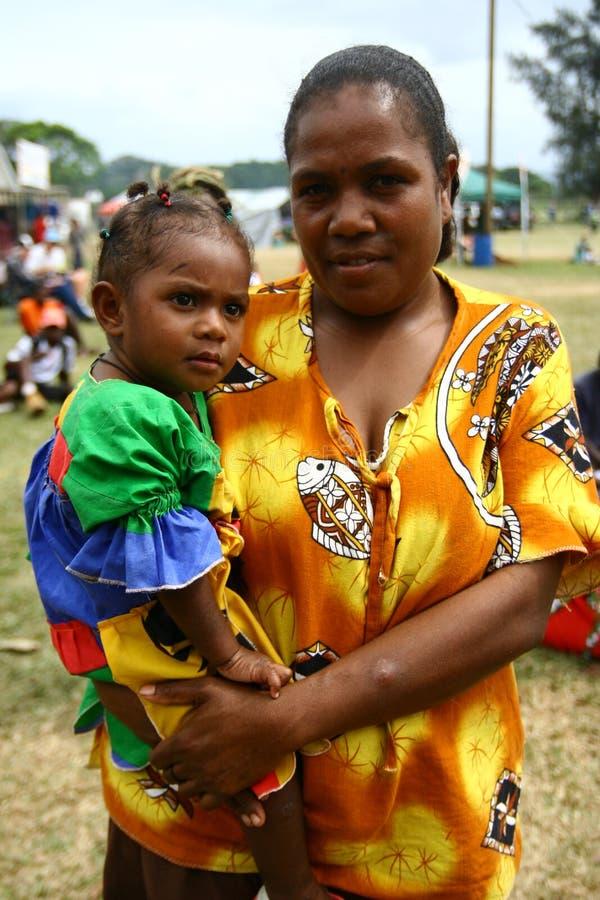 Stammen het dorpsvrouw en kind van Vanuatu stock afbeelding