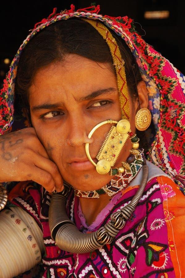 Stammen Vrouw in Gujarat-India stock foto's