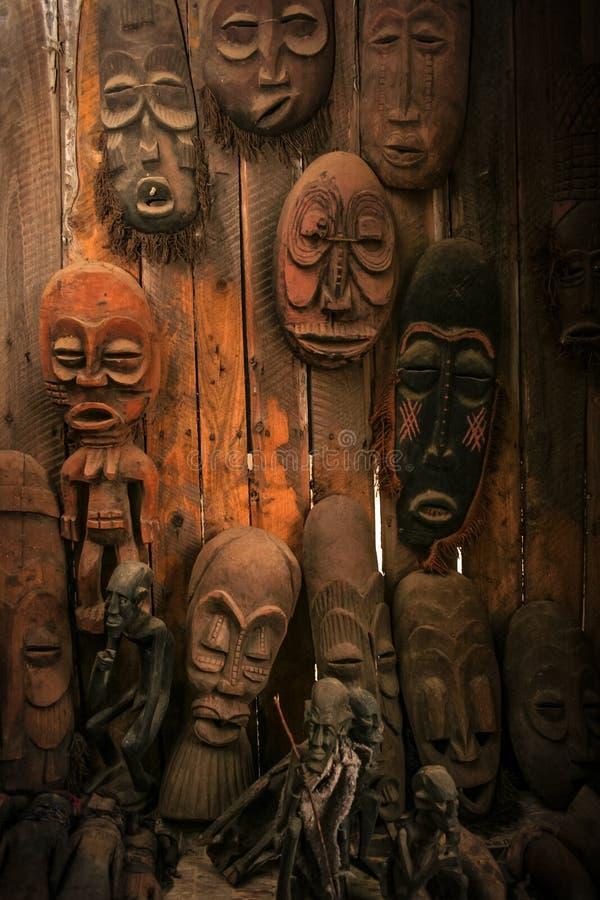 Stammenmaskerworkshop Oost-Afrika royalty-vrije stock foto's