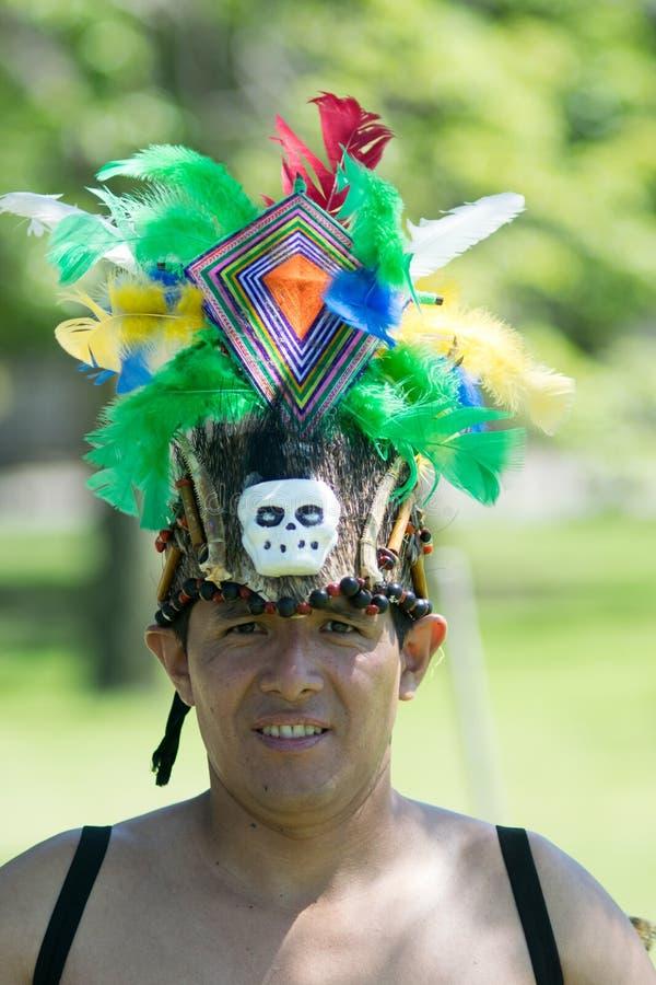 Stammes- Anakondatanz stockfotografie