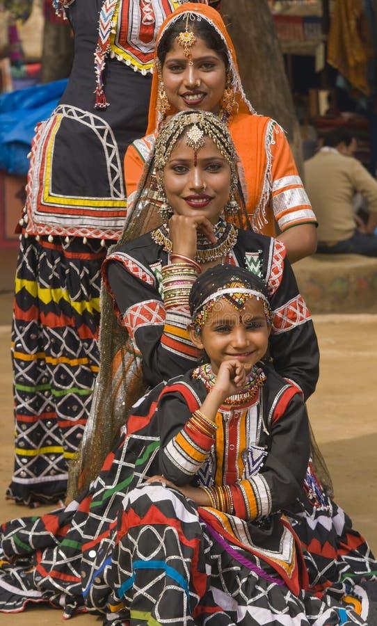 Stammes- Tanz-Truppe stockbild