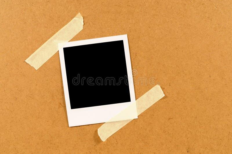 Stampa istantanea della foto di stile in bianco della polaroid con nastro adesivo appiccicoso fotografia stock