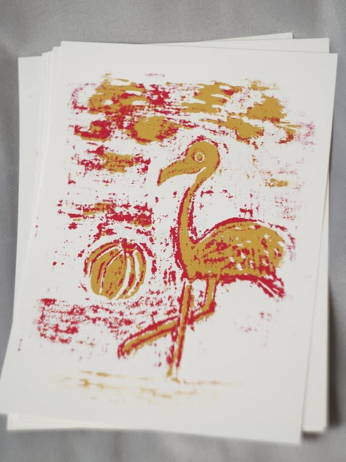 Stampa rosa ed arancio del fenicottero su carta immagine stock libera da diritti