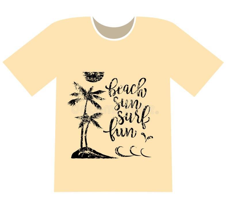 stampando su una maglietta Le palme sulla spiaggia e sull'iscrizione tirano, espongono al sole, praticano il surfing, divertiment illustrazione vettoriale