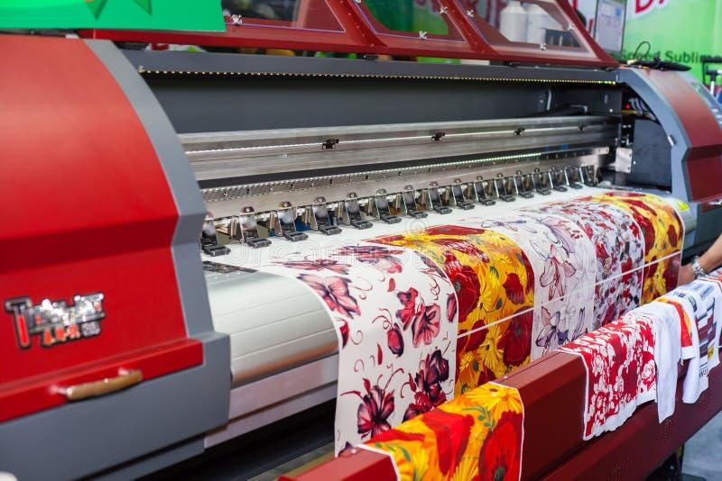 Download Stampante Del Tessuto Di Digital Immagine Stock Editoriale - Immagine di offset, carta: 56879899
