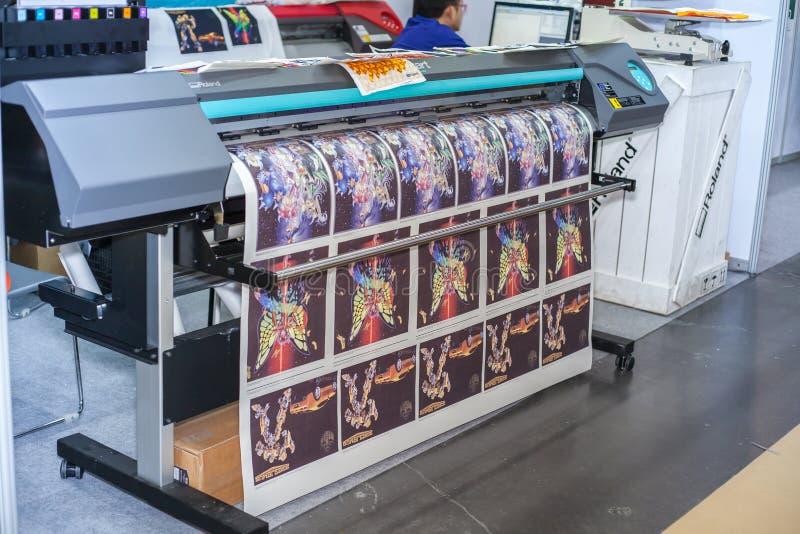 Download Stampante Del Tessuto Di Digital Immagine Stock Editoriale - Immagine di tiraggio, stampa: 56880169