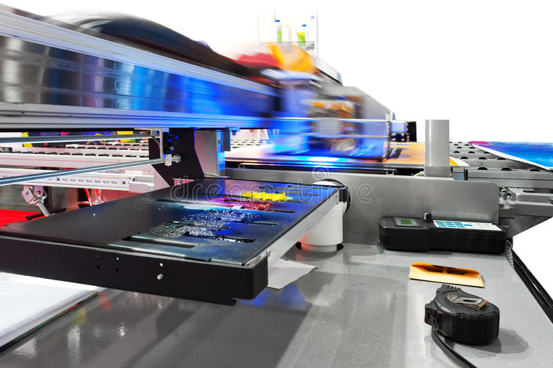 Stampante di getto di inchiostro UV industriale funzionante di ampio formato fotografie stock