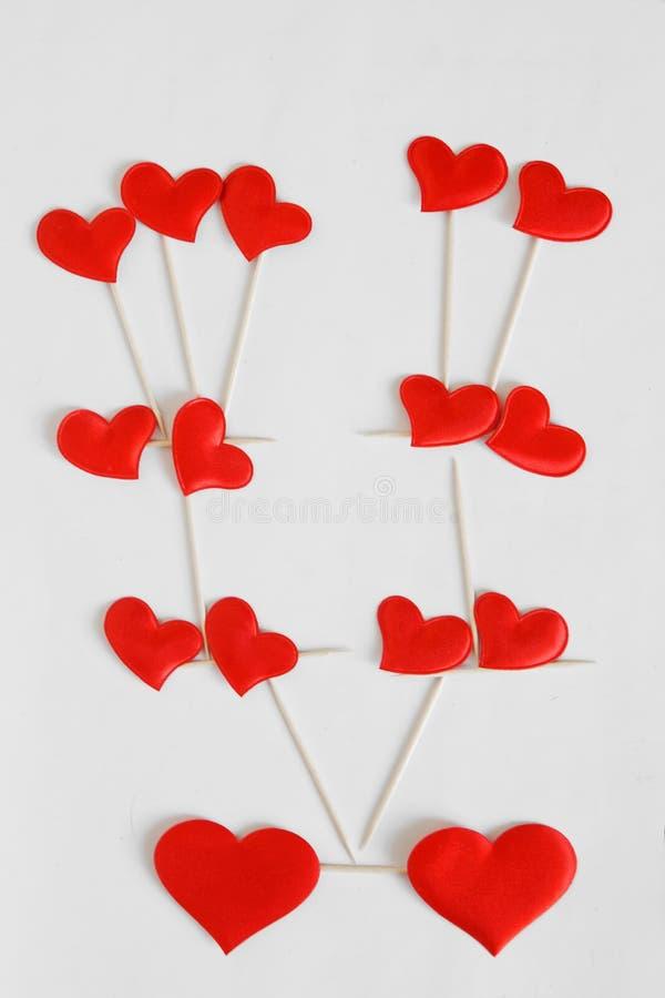 Stamträd av hjärtor på en vit bakgrund Lyckönskan på dag för valentin` s arkivbilder