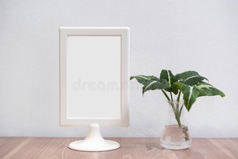 Stand Mock up menu frame on wood table in restauration (Stand Mock up) fotografia royalty free