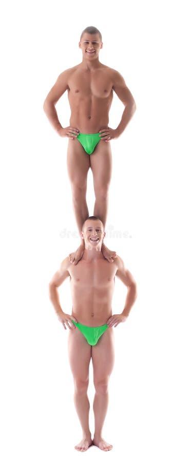 Stand un de gymnaste de deux hommes sur le deuxième images stock