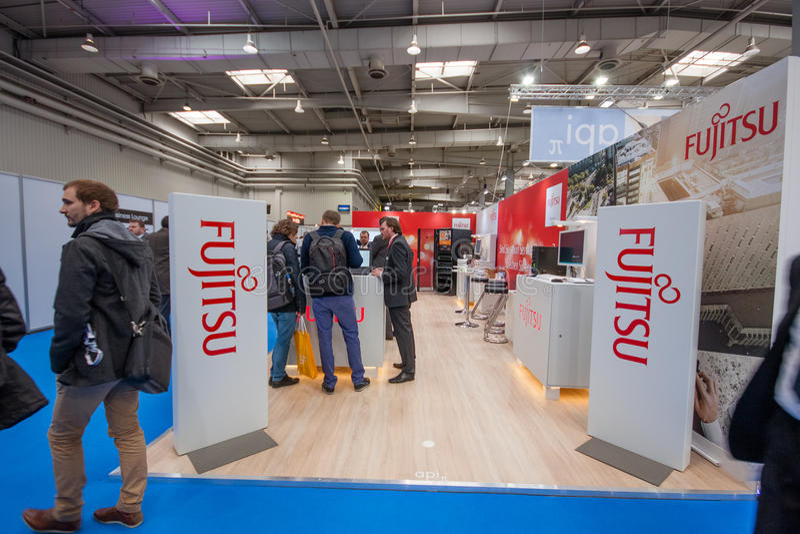 Stand von Fujitsu-Firma an der CeBIT-Informationstechnologiemesse lizenzfreies stockfoto