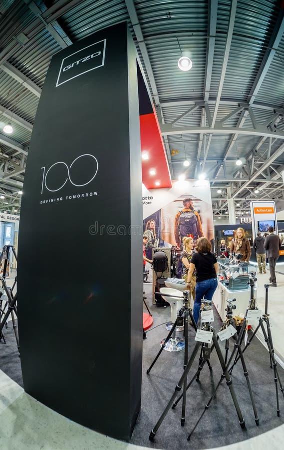 Stand von Gitzo-Firma an Messe 2017 PhotoForum stockbild