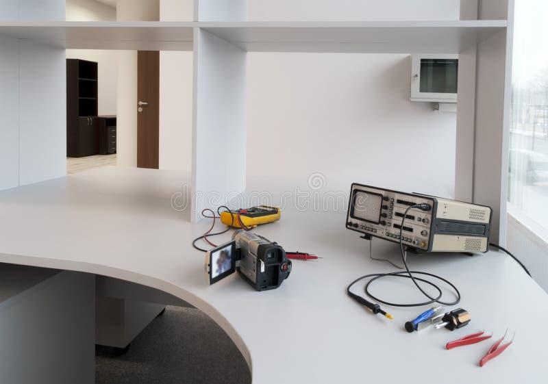 Standaard werkplaats voor reparatie van elektronisch royalty-vrije stock afbeelding