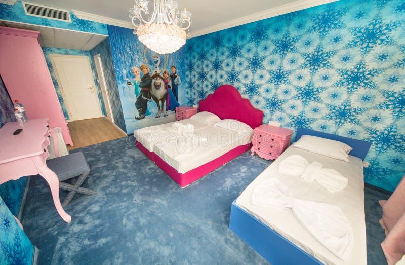 Standaardkinderen` s slaapkamer in een vijfsterrenhotel in Kranevo, Bulgarije stock afbeelding