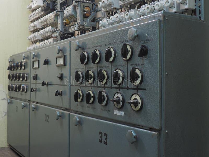 Standard de courant électrique avec de grands swiches blanc noir de contrôle photo libre de droits