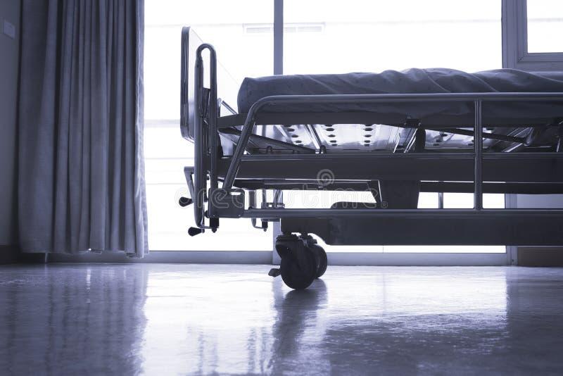 Standart storgubberum för sjukhus med sängar och bekväm medicinsk equ royaltyfri bild