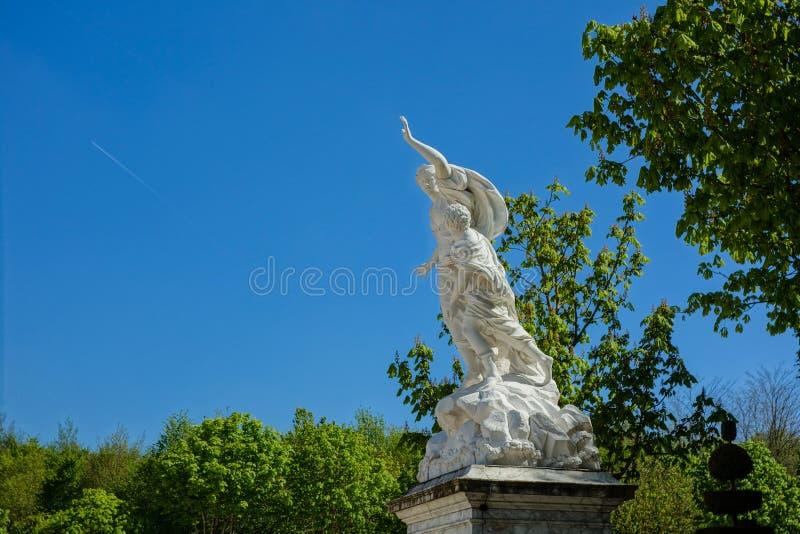 Standbeeld bij de Tuinen van Versailles stock afbeelding