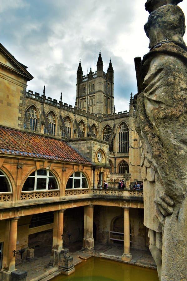 Standbeeld bij Roman Baths en Kathedraal royalty-vrije stock afbeeldingen