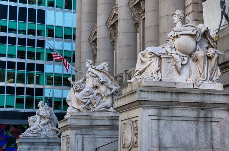 Standbeeld bij voorbuitenkant van Alexander Hamilton-U S Douanehuis, Nationaal Museum van de Indiaan, New York, de V.S. royalty-vrije stock afbeelding