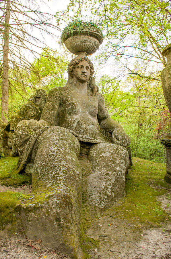 Standbeeld in bomarzo tuinen lazio van itali reis for Jardines de bomarzo